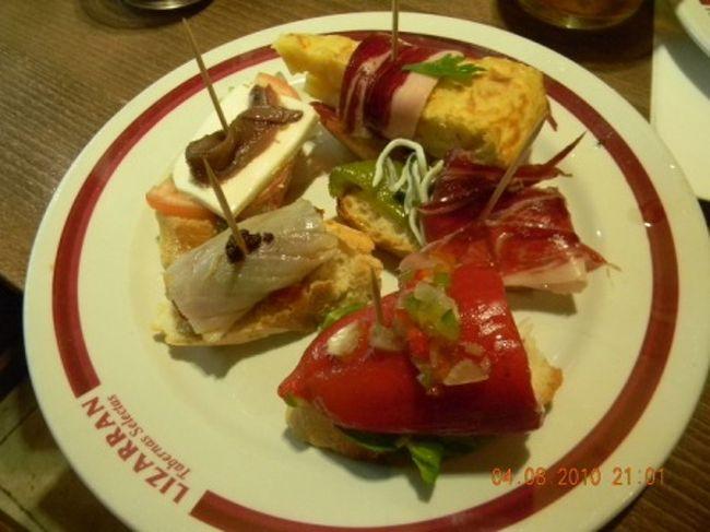 断っておきますが、B級グルメです〜〜。<br /><br /><br />旅行に行けば、必ず土地のベタな食べ物を試したくなる、B級グルメ好きな私どもは 旨いもん天国なバルセロナで満喫してきました。<br /><br /><br />道を歩けば、その土地のものに必ずめぐり合える国って、やっぱり食文化がすぐれてる国ですね〜!<br /><br /><br />スペインは間違いなく、食文化先進国ですな!<br /><br /><br /><br />こちらもどうぞ☆<br /><br /><br />*モンジュイック・マジック・ファウンテン 、Fonte Magica<br />http://4travel.jp/traveler/ricarin/album/10496209/<br /><br />*マヨルカ通り、グラシア通り、カタルニャ広場、ランブラス通り、カテドラル、サンタマリアデルマール付近<br />http://4travel.jp/traveler/ricarin/album/10495223/<br /><br /><br />*ピカソ美術館付近&バルセロネッタビーチ<br />http://4travel.jp/traveler/ricarin/album/10495497/<br /><br /><br />*サグラダファミリア&グエル公園<br />http://4travel.jp/traveler/ricarin/album/10496534/<br /><br />*バルセロナ☆うまいもん天国<br />http://4travel.jp/traveler/ricarin/album/10497955/<br /><br />