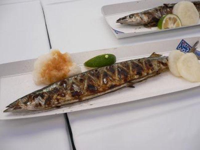 以前から行きたいな〜と思っていた目黒のさんま祭。<br />http://www.k-macs.ne.jp/~sanma/top.htm<br /><br /><br />今年は秋刀魚のお値段が高騰している・・というので(だいぶ下がったけど)、並ぶの覚悟で行って来ました。<br /><br />かなり並びましたが食べ終わり「秋刀魚は目黒にかぎる!」と思った楽しい一日でした。