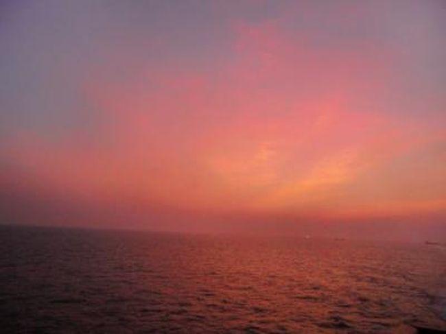 夏休みを使い、独身生活最後?の旅に出ようと決意!<br /><br />船での旅を味わいたくて、蘇州号に乗ることにしました。<br /><br />つまり、船に乗って外国に行きたかっただけなので、目的地での観光など何も考えずの旅でした。