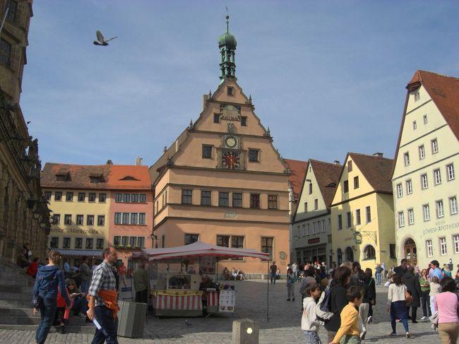 私の中での<br />このドイツ旅行のメインです!<br />大好きなドイツの中でも<br />1番行きたかった憧れの場所です。<br /><br /><br />写真で見てた通りの可愛い家々に<br />囲まれて本当に本当に幸せでした..♭<br /><br /><br />--旅の流れ --<br /><br />ロマンティック街道を走り<br />↓<br /><br />ローテンブルク観光<br />↓<br /><br />ローテンブルク散策<br />↓<br /><br />ローテンブルク泊<br /> (宿泊先・Tilman Riemenshneider)<br />↓<br /><br />ローテンブルク早朝散歩