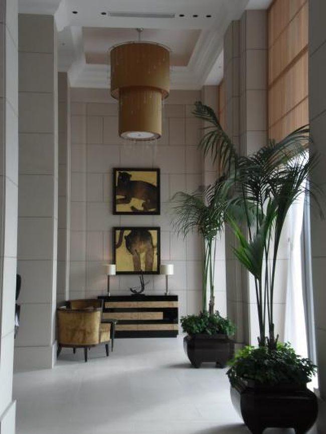 10月1日OPENのセントレジスホテル大阪に行ってきました<br />あたらしもん好きの妹Aと12Fイタリアン『ラ ベデュータ』でランチ後、<br />妹M夫婦が宿泊のお部屋(グランドデラックスルーム)にも潜入してきました^^<br />※一休で24時間限定販売されていた土曜日宿泊でも<br /> 1室2名朝食付32,000円プランを利用。<br /><br />妹M談ではオープン後すぐで満室だったからか、<br />ウリのサービスに不満が残る滞在だったようで<br />プールもないし、もう泊まることはなさそうです(^^;