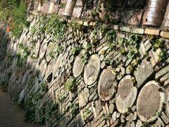 小さな旅●愛知・瀬戸市 昔の面影を残す窯垣の小径(かまがきのこみち)