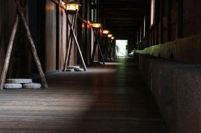 大阪城にある重要文化財の、千貫櫓・多聞櫓・金蔵が、この週末3日間限定で特別公開されます。<br />滅多に見られない貴重な機会なので、天気は悪かったのですが行ってきました。<br /><br /><br />◎ 重要文化財 千貫櫓・多聞櫓・金蔵の特別公開<br /><br />実施日時 2010年10月9日〜11日 <br />     10:00〜17:00<br />入場料金 単券 200円(千貫櫓・多聞櫓・金蔵3棟分) 販売は16:00まで<br />   セット券 700円(3棟+大阪城天守入場料)   販売は15:30まで<br /><br />