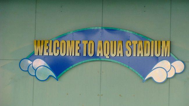 イルカなどのショーが始まると云うので、プールの方へ行きました。