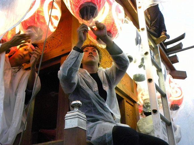 佐原の秋の大祭を見たくて ツアー参加<br /><br />生憎の雨。。それでもお祭は挙行されます。<br /><br /> 条件悪くて 私の腕では綺麗に写せませんでした。<br /><br /> 雰囲気だけでも知って頂けたらと作成いたしました。<br /><br />佐原大祭HP<br />http://shibuya.cool.ne.jp/sawaradasi/maturi/taisai.htm<br /><br />義臣連続旅記<br />ツアーバスは雨の佐原の秋の大祭へ 上<br />http://4travel.jp/traveler/jiiji/album/10510202/<br />ツアーバスは雨の佐原の秋の大祭へ 下<br />http://4travel.jp/traveler/jiiji/album/10510428/