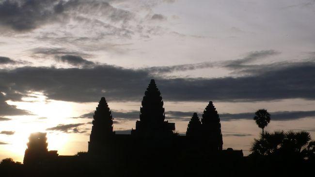 アンコールワットです。<br />AllAbutの行きたい世界遺産ランキングでも3位です。<br /><br />カンボジアという国にも初上陸。<br />1泊2日で不安だけど、「それ以上長くてもな」って思いました。<br />駆け足の遺跡巡り。