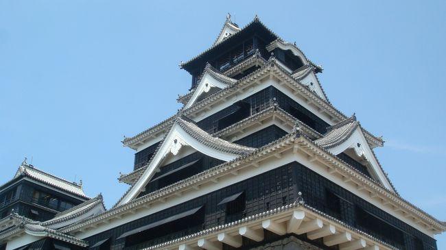 その後、熊本城、旧細川刑部邸を見て、阿蘇を車窓から眺めて高千穂に移動しました。<br />暑かったですが、たまたまテレビで放送していた熊本城の入口のおしぼり配布が本当に行われていてちょっとした安らぎを感じました。