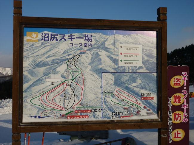 みなさん、こんにちわ(^O^)/<br /><br />みなさんは、どんなお正月をお過ごしでしたか?<br /><br />我が家は、早速 今年最初のスキーへと行ってまいりました(^&lt;^)<br /><br />1月末に、上のお姉ちゃんのスキー合宿があるので<br /><br />今年は、早めの始動です...。<br /><br />どこに行こうか、迷っていたのですが<br /><br />ここ2〜3年のお気に入り、福島・沼尻スキーとしました。<br /><br />友達家族(おかあさん抜き)を誘って<br /><br />スキー&温泉&グルメの旅<br /><br />いざ、しゅっぱぁ〜つ!!(^O^)/