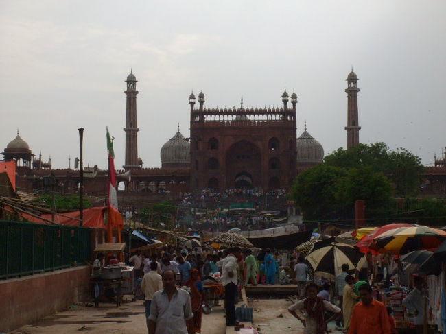 学生時代の友人と、学生時代からの念願であったインド旅行に10泊12日の行程で出かけました。<br />前後にタイ・ドイツを加え、タインドイツとなりました。<br />今回の旅のメイン<インド編・デリー>です<br />