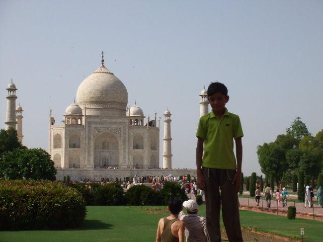 学生時代の友人と、学生時代からの念願であったインド旅行に10泊12日の行程で出かけました。<br />前後にタイ・ドイツを加え、タインドイツとなりました。<br />今回の旅のメイン<インド編・アグラ>です<br />
