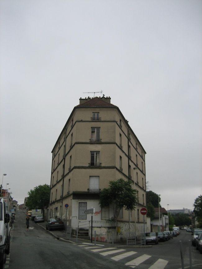 エリック・サティが晩年住んでいた街、アルクイユに行ってきました。<br />サティが住んでいた家を見たい方やお墓参りに行かれたい方などの、何かお役にたてればと思います。<br /><br />(追伸・道の名前など、間違っていたらすみません。)