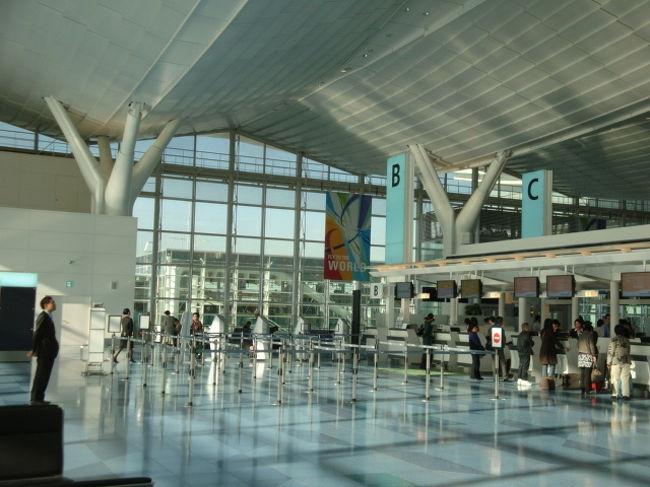 久しぶりの投稿です。台北タイトル通りハマってしまいまいました。今回は自身待ちに待った羽田〜松山編をみなさんにご紹介していきたいと思います。先ずはもう行かれた方も多いかと思いますが、新しくなった羽田空港国際便の館内です。成田と比べると凄くコンパクトで無駄もなく実用的でとてもよい感じです。<br />