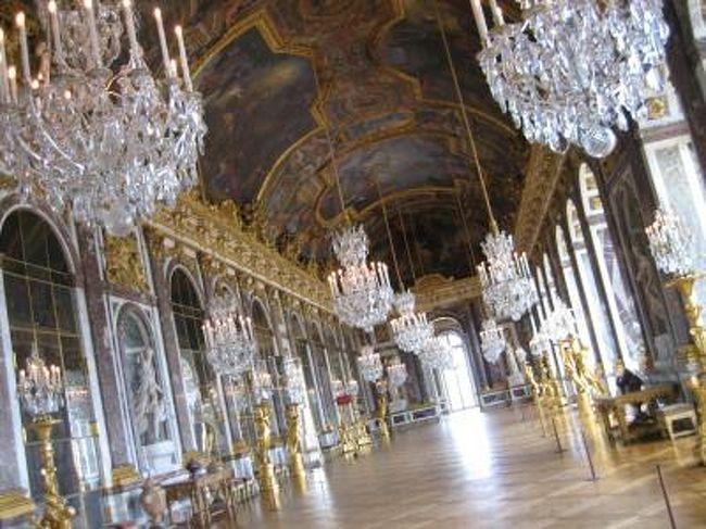 ヴェルサイユに行ってきました。<br /><br />宮殿では「誰もいない鏡の間に行く」ことを目指し、運良く成功しました。<br /><br />写真数は少ないですが、<br />これからヴェルサイユに行かれる方や、誰もいない鏡の間に行かれたい方の何かお役にたてればと思います。