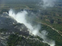 ヘリコプターから望むヴィクトリアの滝(ザンビア)
