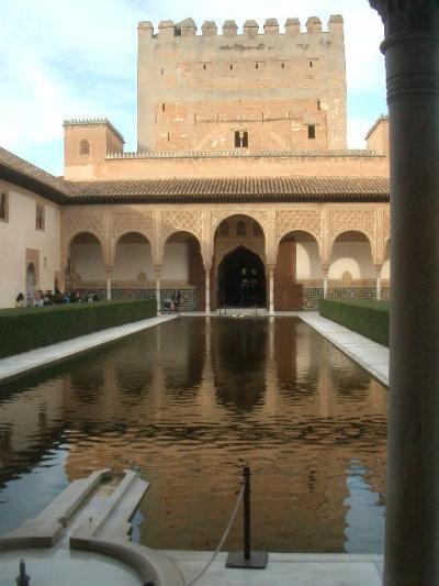 アルハンブラ宮殿は改修工事中とのことで心配していましたが、やはりきてよかった。イスラムの匂いがぷんぷん。歴史を感じるところです。