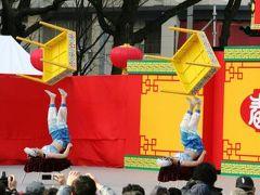 2011冬、名古屋での中国・春節祭(4)雑技・足技、個人バランス芸