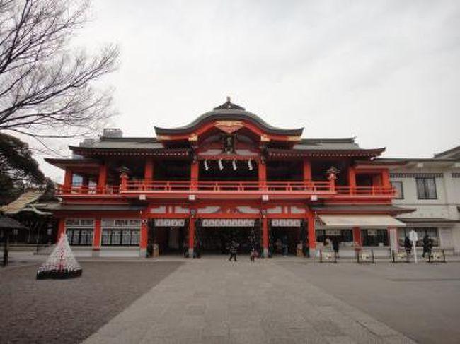 千葉県千葉市は東京湾に面した臨海部と平地・台地を含む県庁所在地で政令指定都市。日本の人口で13番目で大きく市域には多くの国道や高速道路が集まり、また県内鉄道網の要となっています。臨海部は千葉港を中心とした京葉工業地域の一角をなし、幕張新都心には複合商業施設等が多く観光名所も多数あります。<br />千葉市の観光名所で有名なのが東京湾を望む美浜区に、全国的に有名なイベントや会議などが開催される複合的コンベンション施設の幕張メッセや千葉ロッテマリーンズの本拠地QVCマリンフィールド、三井アウトレットパーク 幕張など。その他にも千葉市のシンボル「千葉ポートタワー」、、「花の都・ちば」を都市イメージとして確立すべく事業を展開し「千葉市花の美術館」や「千葉公園」の大賀ハスなどの花の名所、さくら名所100選の泉自然公園、日本の都市公園100選の昭和の森、都市景観100選の土気南地区などの日本100選に選ばれた隠れた名所もあります。特に幕張メッセでは年間通じて様々なイベントが開催されているため訪れる観光客が多いのではないでしょうか。<br /><br />□■□■□■□■□■□■□■□■□■□■□■□■□■□■□■<br /><br />千葉市ぐるり旅、今回は千葉市中央区にある初詣や七五三等で賑わう妙見本宮千葉神社へ行って来ました。<br />千葉神社は千葉氏の守護神である妙見菩薩を本尊とする寺院として建立され千葉氏の祖平忠常の子覚算大僧正によって伽藍が整備されたと伝えられています。年初は初詣の参拝客で賑わいを見せ、多くの露店も出店される千葉市の初詣スポットとしても有名ですね。また毎年8月には「だらだら祭り」というお祭りも開催されることでも知られています。今回は初詣時期でもなく千葉市をぐるっと巡る旅で立ち寄ってみました。この日は参拝客も少なく落ち着いた雰囲気の千葉神社でしたがお祭り時期や初詣時期は混雑しているため駐車場も満車状態が続きます。いつか初詣シーズンに訪れてみたいですね!<br /><br />□■□■□■□■□■□■□■□■□■□■□■□■□■□■□■<br /><br /><千葉神社><br />千葉県千葉市中央区院内1-16-1<br />http://www.chibajinja.com/<br /><br />□■□■□■□■□■□■□■□■□■□■□■□■□■□■□■<br /><br />【千葉市ぐるり旅】<br />【1】JEF UNITED千葉/フクダ電子アリーナ<br />http://4travel.jp/traveler/dekadora/album/10543608<br />【2】千葉ポートタワー<br />http://4travel.jp/traveler/dekadora/album/10543621/<br />【3】妙見本宮 千葉神社<br />http://4travel.jp/traveler/dekadora/album/10543666/<br />【4】Japan camping car show2011<br />http://4travel.jp/traveler/dekadora/album/10545727/<br />【5】千葉市花の美術館(2月)<br />http://4travel.jp/traveler/dekadora/album/10545747/<br />【6】千葉市動物公園<br />http://4travel.jp/traveler/dekadora/album/10547247/<br />【7】稲毛海浜公園<br />http://4travel.jp/traveler/dekadora/album/10547510/<br />【8】加曾利貝塚公園<br />http://4travel.jp/traveler/dekadora/album/10549396/<br />【9】青葉の森公園(彫刻広場&西洋庭園)<br />http://4travel.jp/traveler/dekadora/album/10549411/<br />【10】青葉の森公園(梅園&生態園)<br />http://4travel.jp/traveler/dekadora/album/10549419/<br />【11】亥鼻公園(亥鼻城)<br />http://4travel.jp/traveler/dekadora/album/10557902/<br />【12】千葉公園<br />http://4travel.jp/traveler/dekadora/album/10557904/<br />【13】東京アミューズメントマシンショー2011<br />http