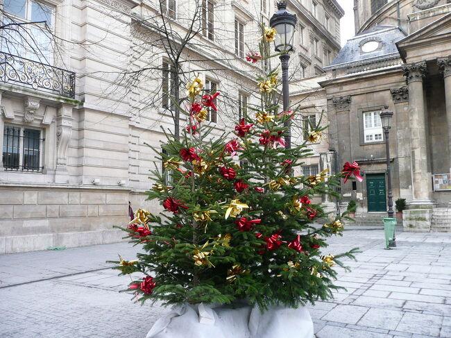 12月27日(月) 曇り <br />年末年始のフランス #4 - パリ、マレ地区~サントノーレ通り散策です。<br /><br />今日は夕方、モンパルナス駅からトゥールへTGVで移動するので、それまでクリスマス飾りが残るパリを散策します。よく歩いたので、マレ地区、サントノーレ通り界隈は、だいぶ土地感がでてきました。<br /><br />表紙の写真は、サントノーレ通りのクリスマスの飾りです。この旅行記、ある会社の目にとまって、写真を使わせてほしいとの依頼が、4トラ経由でありました。どの写真を使ったのかな?写真が認められて、嬉しいですね!<br /><br />パリ観光旅行ガイド パリナビ http://paris.navi.com/<br />パリ観光局 http://ja.parisinfo.com/<br /><br />以下、今回の13泊15日の日程です。<br /><br />□ 12/23 (木・祝) 成田 10:35→パリ 16:10 AF 380<br />□ 12/24 (金) パリ<br />1. 年末年始のフランス http://4travel.jp/travelogue/10535738<br />□ 12/25 (土) パリ⇔ストラスブール<br />2. 大雪のクリスマス http://4travel.jp/travelogue/10544924<br />□ 12/26 (日) パリ⇔ベルサイユ <br />3. ベルサイユ宮殿 http://4travel.jp/travelogue/10545294<br />■ 12/27 (月) パリ <br />4. マレ地区、サントノーレ通り http://4travel.jp/travelogue/10551049<br />□ 12/28 (火) パリ→トゥール<br />5. ブロワ城 http://4travel.jp/travelogue/10578030<br />6. アンボワーズ城、クロ・リュセ城 http://4travel.jp/travelogue/10955235<br />□ 12/29 (水) トゥール<br />7. クリスマスの余韻が残る街<br />*ロワール川の古城ドライブ*<br />8. ヴィランドリー城 http://4travel.jp/travelogue/10634023<br />9. ランジェ城、ユッセ城 http://4travel.jp/travelogue/10952457<br />10. アゼ=ル=リドー城 http://4travel.jp/travelogue/10634170<br />11. シュノンソー城 http://4travel.jp/travelogue/10954957<br />□ 12/30 (木) トゥール→パリ→リヨン<br />12. ロワール川の古城巡りの拠点、トゥール<br />13. 美食の街、リヨン歴史地区<br />□ 12/31 (金) リヨン→アヴィニヨン<br />14. 年末のアヴィニヨンでカウントダウン<br />□ 01/01 (土・祝) アヴィニヨン<br />15. アヴィニヨン<br />16. アルル<br />17. マルセイユ<br />□ 01/02 (日) アヴィニヨン<br />*南仏ドライブ*<br />18. ポン・デュ・ガール http://4travel.jp/travelogue/10707542<br />19. リル=シュル=ラ=ソルギュ http://4travel.jp/travelogue/10947956<br />20. フォンテーヌ=ド=ボークリューズ http://4travel.jp/travelogue/10950023<br />21. ゴルド&セナンク修道院 http://4travel.jp/travelogue/10952019<br />22. ルシヨン http://4travel.jp/travelogue/10952263<br />□ 01/03 (月) アヴィニヨン→パリ<br />□ 01/04 (火) パリ<br />□ 01/05 (水) パリ→成田<br />□ 01/06 (木) 成田着
