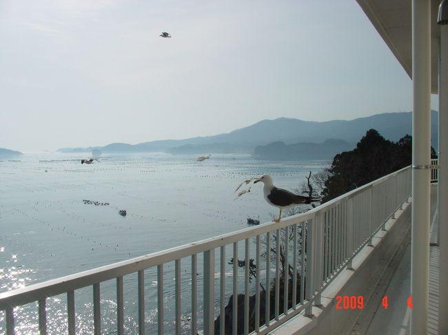 一昨年宿泊した南三陸町。東北関東大震災での津波被害が甚大で心が痛みます。ホテル観洋は高台にあり無事でしたが、宿泊客と非難客を無事に帰すまで、おかみさんやスタッフは大変な苦労でした。1日も早い復興を願ってやみません。河北新報記事 http://www.kahoku.co.jp/news/2011/03/20110317t73010.htm<br />