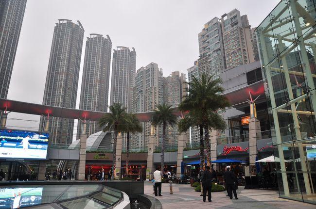 インド出張の香港トランジット、6時間あるので香港に入国しました。<br />香港を散策して、MTRで九龍駅に移動して食事をすることにしました。<br />九龍のイメージは雑然・混沌とした中国の町、訪れてみると全く違ったものでした。<br />九龍駅は新しい町の駅でした。
