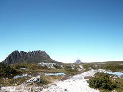 タスマニア州、クレイドル山とセント・クレア湖国立公園、クレーターピーク・リトルホーン・ハンソンズピーク周回(10.61km)