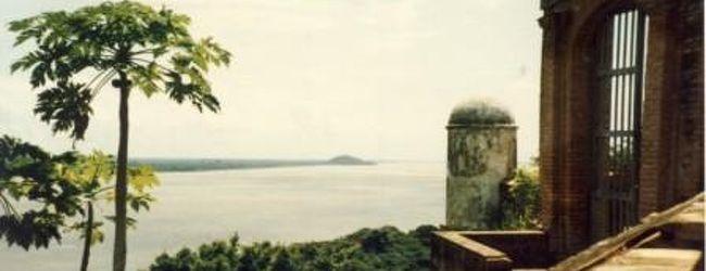 ベネズエラ・オリノコ川の古城・Castillo ...
