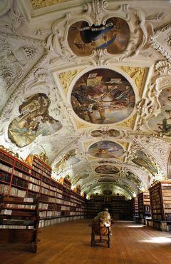 中欧3都市周遊の旅プラハ(5)フラチャニ広場からロレッタ教会とストラホフ修道院を巡り、澁澤龍彦の「ヨーロッパの乳房」を思い出す。