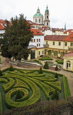 中欧3都市周遊の旅プラハ(6)マラー・ストラナの6つの城下庭園とヴルトボフスカー庭園とヴァルトシュテイン宮殿を歩く。