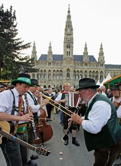 中欧周遊3都市の旅ウィーン(1)市庁舎(ラートハウス)近くに宿泊したら毎日シュタイヤマルク・フェストに通うことになったウィーンの1週間。
