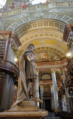 中欧3都市周遊の旅ウィーン(5)王宮博物館の宝物に驚いた後は霊廟に参拝し、国立図書館の圧倒的な蔵書にハプスブルグ家の力を感じる。