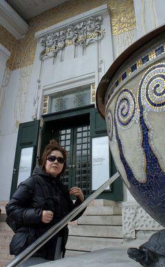 中欧3都市周遊の旅ウィーン(9)工事中のカールス教会のドームに上がり、セセッシオンとカールス・プラッツ美術館にクリムトの足跡をたどる。
