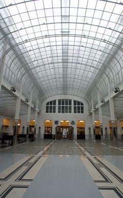 中欧3都市周遊の旅ウィーン(11)誰もいないオットー・ワーグナーの郵便貯金局のホールで妻とユーゲントシュティール建築を堪能する。