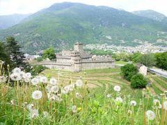スイスの南国!魅惑のティチーノ旅♪ Vol12(第2日目昼) ベリンツォーナ 世界遺産!三つの古城と城壁 サッソ・コルバーロ城からモンテベッロ城へ歩く♪