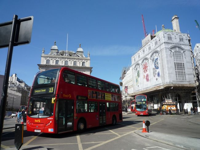 2011年4月29日からゴールデンウィークを利用して初めてロンドンを体験。<br />着いたその日はご存知ウィリアム王子とケイト妃のロイヤルウェディング!!<br />街中がおめでたムードのロンドンで観光地巡りをして参りました。<br />夜もロイヤルバレエやミュージカル、そして何と言ってもパブ!...一日中とっても楽しめる街です。<br />