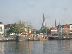 フェルメールの風景をデルフトでさがす。スヒー川越しに町を眺める