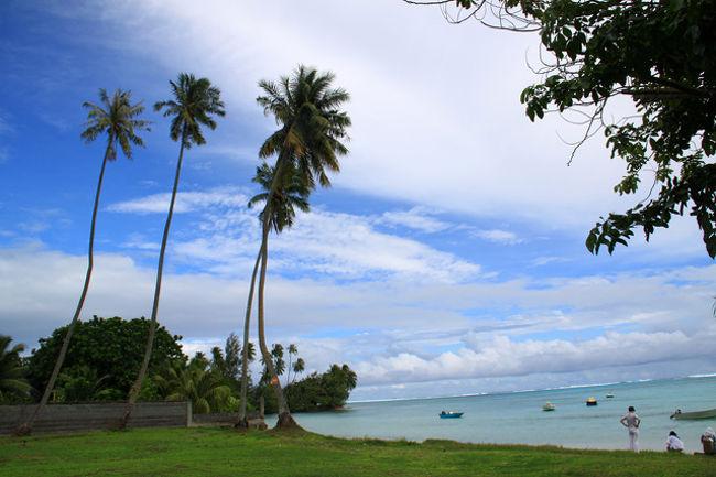 南太平洋の楽園・タヒチ島へ<br />行って来ました。<br /><br />日本からAir Tahiti Nuiの<br />直行便で約11H30'。<br />時差は-19Hr<br />人口約25万人の常夏の国。<br /><br />日本から約9,500Km離れた<br />南太平洋に位置し、<br />大小118の島々で構成された<br />フランス領ポリネシア。<br /><br />画家ゴーギャンが<br />こよなく愛した島であり、<br />今では、ハネムーナーたちの<br />憧れの島でもある。<br /><br />タヒチ島の北西18Kmには<br />映画「南太平洋」の舞台となった<br />美しいモーレア島もあり・・<br /><br />青い空、白い砂浜、大地には<br />色とりどりの花々、<br />海の中も色鮮やかな魚が<br />群れをなし、<br /><br />地震もなければ<br />怖い、怖い津波もなく<br />ハリケーンもない・・<br /><br />島の人々の笑顔と唄と踊りが<br />身近にあり<br /><br />正しく楽園である・・!!<br /><br />時が止まった感じすらする、<br />現代人には憩いの場所である・・<br /><br />純白の国花「ティアレ・タヒチ」の<br />花もとても印象的!<br /><br />今回もまた<br />新しい発見、新しい感動が<br />あった・・!<br /><br />やはり旅は楽しい!<br /><br /><br />詳細は 旅いつまでも・・<br />http://yoshiokan.5.pro.tok2.com/<br />