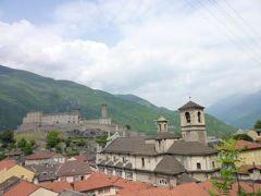 スイスの南国!魅惑のティチーノ旅♪ Vol14(第2日目昼) ベリンツォーナ 世界遺産!三つの古城と城壁 ☆旧市街で優雅にランチ♪