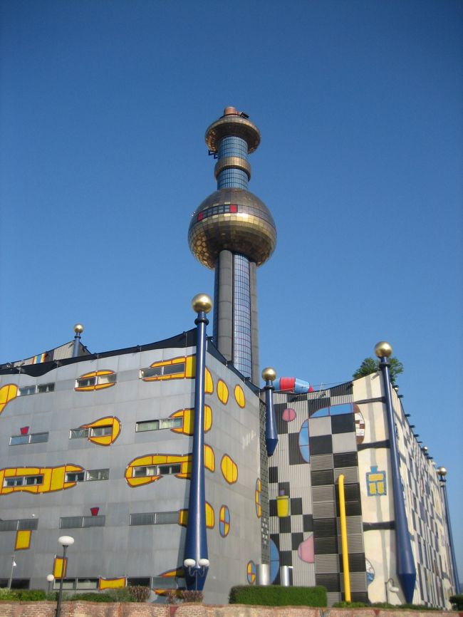 フンデルトヴァッサーの<br />アイデアと愛があふれた建物たちを見たくて<br />ウィーンに行ってきました。<br /><br />ウィーンに興味がある方や、<br />これからウィーンに行かれる方、<br />フンデルトヴァッサー好きの方の何かお役に立てばと思います<br /><br />★こちらは、<br />プラハ(チェコ)<br />↓<br />チェスキークルムロフ(チェコ)<br />↓<br />ザルツブルグ(オーストリア)<br />↓<br />ザルツカンマーグート(オーストリア)<br />↓<br />ウィーン(オーストリア)<br />↓<br />ヘルシンキ(フィンランド)<br /><br />への一人旅日記たちです。良かったら、他の場所も見てください。