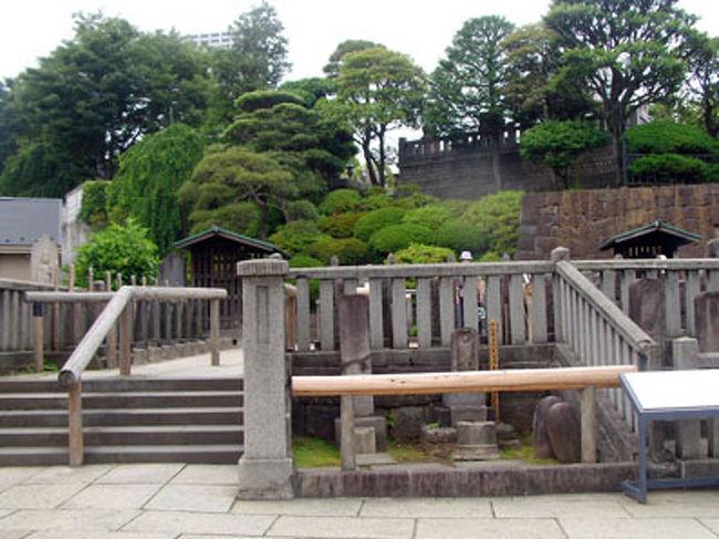 品川に行ったついでに、今まで一度も参った事の無い、赤穂浪士四十七士の墓を見に、泉岳寺に行ってきました。<br />余りにも有名な忠臣蔵の世界が、グッとリアリティを持って、感じられました。<br />こんな近場の、歴史散策も楽しいですね。