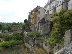 ロマネスク建築と高台に開けた町ポワティエ