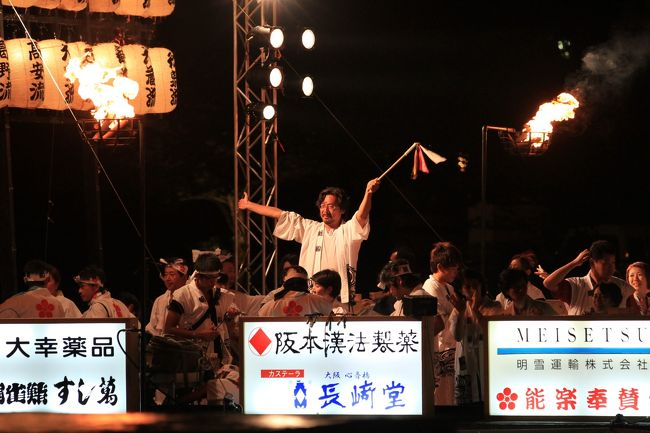 天神祭は、京都の祇園祭、東京の神田祭と並ぶ日本三大祭の一つ。<br />また、四天王寺別院の勝鬘院愛染堂の愛染祭(神式では愛染祭に替えて生国魂神社の生玉夏祭)、住吉大社の住吉祭と共に大阪三大夏祭りの一つでもあります。<br /><br />24日宵宮、25日本宮<br /><br />