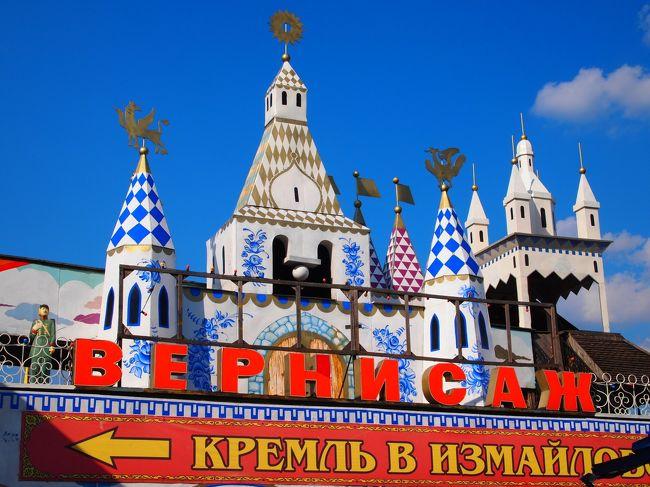 イギリス(2回)、ドバイ、イタリア、オーストラリア、<br />台湾と来て、次の渡航先に選んだのはロシア!<br /><br />■ロシア行きを決めた理由は以下の5つ。<br /><br />1)建造物見るの大好き。<br /> モスクワの玉ねぎ型ドームの寺院に<br /> キジー島の木造教会を見てみたい!<br /> ドドンと壮大なスターリン建築にも<br /> ぜひお目にかかりたい!<br /> 綺麗な宮殿や教会にも立ち寄ってみたい!<br /> 街歩きもしてみたーい!<br /><br />2)リアル「世界の車窓から」をやってみたい。<br /> キジー島までのアクセスは<br /> 寝台列車を利用すると聞いて、<br /> 俄然乗り込んでみたくなりました。<br /> ちなみに寝台列車未経験。<br /><br />3)芸術の香りに触れたい。<br /> エルミタージュ美術館にバレエ鑑賞、<br /> 絶対してみたい!<br /><br />4)ロシア雑貨大好き。<br /> マトリョーシカはもちろん、<br /> どことなくレトロな雰囲気漂う小物が欲しい!<br /> 市場にも行ってみたいな。<br /><br />5)キリル文字に…なぜか興味あり。<br /> 普段接する機会の少ない文字に惹かれます。<br /> ぜんっぜん読めない書けない話せないロシア語に<br /> 体当たりしたらどうなるか…?<br /><br /><br />■旅行の日程 6泊8日<br />(ちなみに私のこれまでの海外旅行では最長記録です。)<br /><br />【その1:モスクワ編】1~2日目http://4travel.jp/traveler/yuri-ring/album/10592276/<br /><br />【その2:モスクワ(続)+セルギエフパッサート編】3日目http://4travel.jp/traveler/yuri-ring/album/10594327/<br /><br />【その3:キジー島編】4日目http://4travel.jp/traveler/yuri-ring/album/10595887/<br /> (※ペトロザヴォーツクという町から船が出ています)<br /><br />【その4:サンクトペテルブルク+エカテリーナ宮殿編】5日目http://4travel.jp/traveler/yuri-ring/album/10598209/<br /><br />【その5(終):サンクトペテルブルク(続)+ペテルゴフ編】6~7日目<br />(成田着:8日目)http://4travel.jp/traveler/yuri-ring/album/10606087<br /><br /><br />■計画を立てるにあたり、主に参考にしたのは<br /> 以下の3冊。<br /><br />・旅行計画策定用<br />『地球の歩き方'10~'11 ロシア』<br /> 一人旅にはやっぱり納得の情報量でした。<br /><br />・雑貨めぐり資料用<br />『ロシアのかわいいデザインたち』<br />この本を読んで、今まで知らなかった<br />ロシア雑貨のレトロでキュートでちょっと変な魅力に<br />ズギャーンと撃ち抜かれたのが、<br />ロシアに興味を持ちだしたきっかけです。<br />素朴でかわいいロシアファブリックのデザイン、<br />見たことのないような独特のカラフルな色彩の<br />プロダクトデザイン、<br />何度眺め返しても全く飽きません。<br /><br />・同じく雑貨めぐり資料用<br />『spoon.2011年2月号 <br />特集:ロシアデザイン雑貨紀行』<br />ものすごくお勧め。ロシアのカワイイ部分を<br />余すところなく知ることができます。<br />お店紹介のページで日本語での読み方が書いてなかったり、<br />地図がなかったり、とてもきれいな写真なのに<br />残念ながらどこで撮影されたかが書いてなかったり、と<br />旅行用の誌面構成ではありませんでしたが、<br />読み物としてはとてもとても優秀。<br />旅行前はもちろん、帰ってきてから読み返すと<br />さらに楽しいです。<br /><br /><br />■相談に乗っていただいた旅行代理店<br /><br />『JIC旅行センター』さんです。(http://www.jic-web.co.jp/)<br />個別旅行としての手配でしたが、いろいろと親身になって<br />相談に乗っていただけました。<br />まず相談するにあたり、私が素人判断で作って持って行った<br />シ