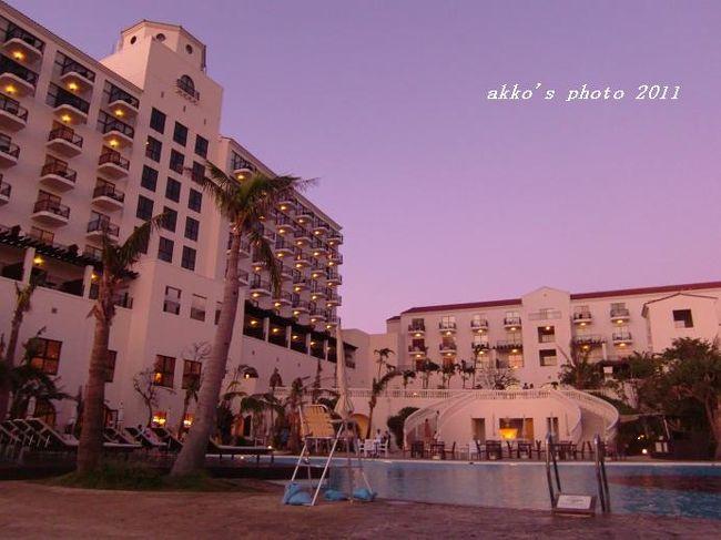 2歳半の娘を連れて沖縄本島へ行ってきました。<br />娘が生まれる前は島めぐりや民宿利用でしたが、今回は初のリゾートホテル。<br />せっかくなので、宿泊してみたかったホテルへ。<br /><br /><3日目><br />やちむんの里<br />浜屋<br />ホテルのビーチ&プール<br />「佐和」<br /><br /><4日目><br />ゆうなんぎぃ<br /><br />追記 コメントについて<br />コメントありがとうございます。お返事しようとしてもログインしているのにログインしていない表示が出まして、お返事できない状態です。ありがたく読ませて頂いております。<br />