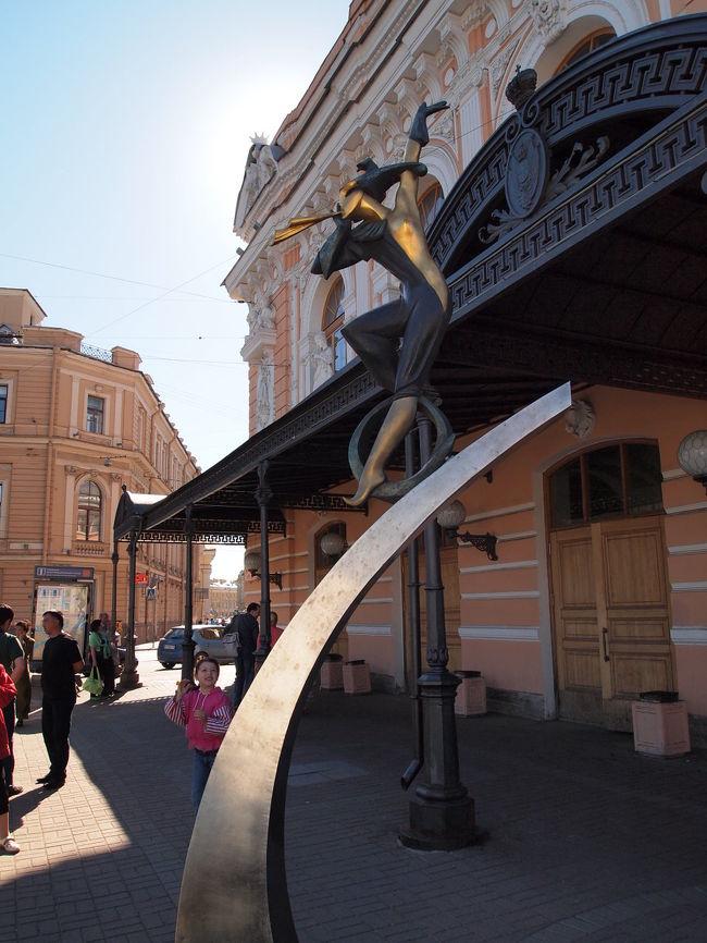 """ロシアといえば、サーカス!<br />1877年創立したという""""フォンタンカのサーカス""""へ<br />子供よりも大人が楽しめる!?出し物でした。"""