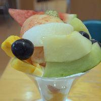 おいしいフルーツたっぷりのパフェと250円立ち飲み 最後の〆は名古屋めしの台湾ラーメン