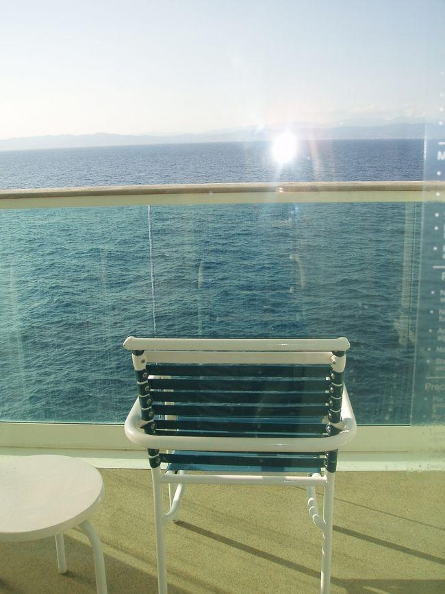 バルセロナ発のロイヤル・カリビアン社 地中海クルーズに乗車してきました。<br />7 日目の様子です。<br /><br />7日目:1日航海。クルーズ船を満喫する日です。<br />部屋のバルコニーから見る海がまぶしいくらいお天気に恵まれました。<br /><br />1日目からご覧になりたい方は、http://4travel.jp/traveler/chichuukai/album/10594404/  <br /><br /><br /><br />