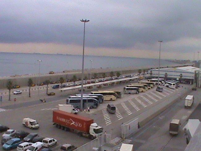 バルセロナ発のロイヤル・カリビアン社 地中海クルーズに乗車してきました。<br />8 日目の様子です。<br /><br />8日目:クルーズ船がバルセロナ港へ戻る日です。その後バルセロナに滞在。<br /><br />1日目からご覧になりたい方は、http://4travel.jp/traveler/chichuukai/album/10594404/  <br /><br />