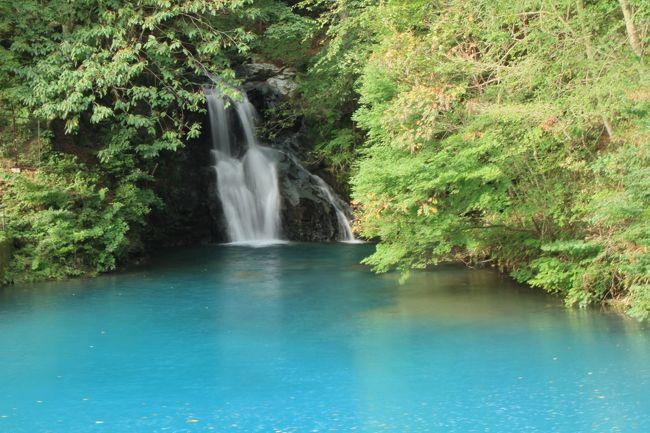 四万の水はキレイなターコイズブルー