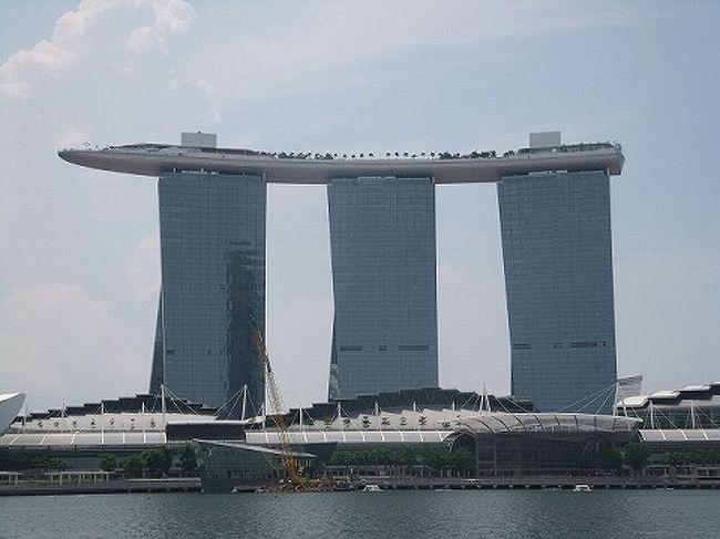 シンガポールに行こうねと数年前に三女と約束。<br /><br />それを去年は受験生だったので実現できず・・・今年大学に無事入学できたので当然のように催促^^;<br />そんな時、TVCMで見た光景が目に焼きつき<br />シンガポールに行くというより「マリーナベイサンズ」に泊まる旅となりました。<br /><br />まずはマリーナベイサンズ編<br /><br /> THECLUB編<br />  https://ssl.4travel.jp/tcs/t/editalbum/edit/10602098/