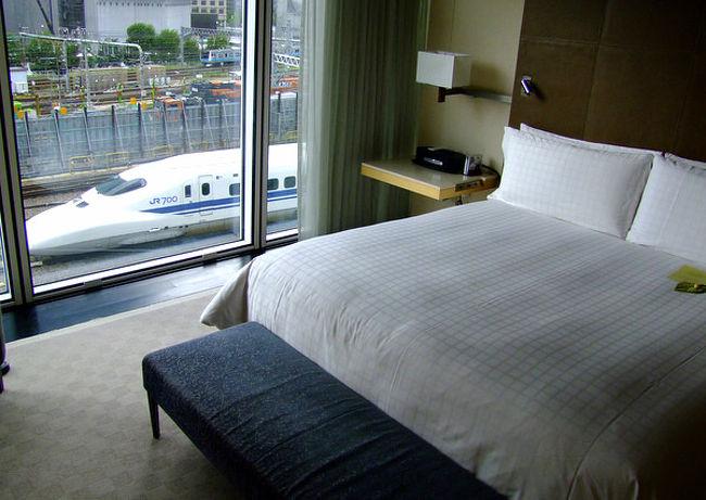 東京の感度の高いおしゃれな顧客にズバッと応えてくれるリュクスでリラクシングなホテル、フォーシーズンズホテル丸の内に宿泊してきました。<br />電車が行き交う姿が窓から真横に見える個性的な景観と、落ち着きがありながらもデザイン性高いホテルインテリアが気分を高めてくれます。<br /><br />詳しくはじぶん日記 http://love.exblog.jp/13648377/ にて。